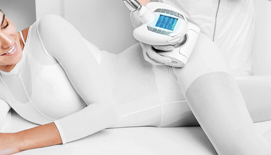 girl undergoing body contouring service in marie france